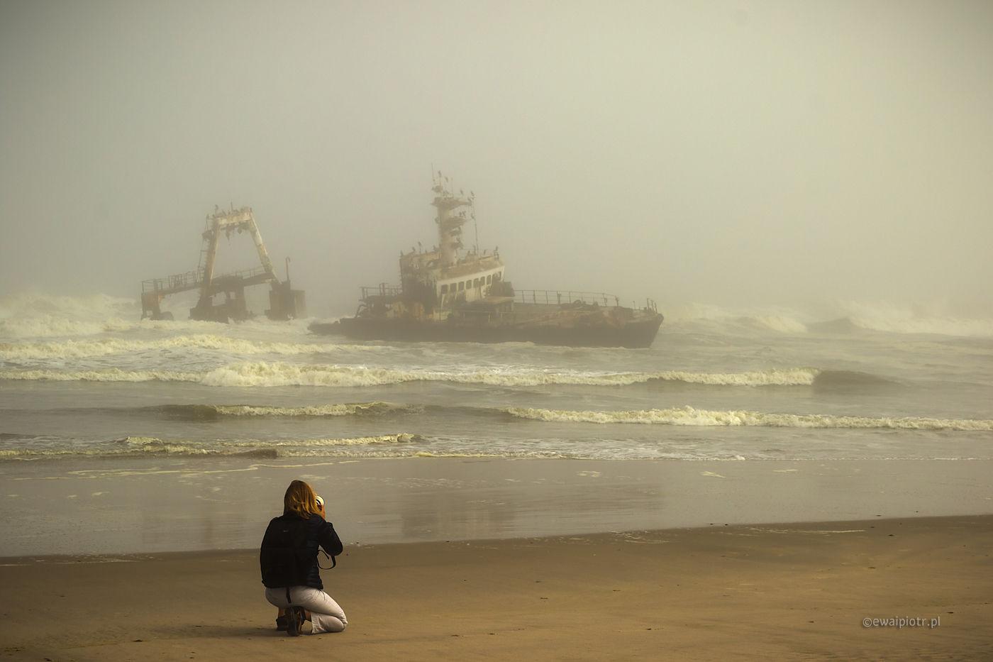 Fotograf i zatopiony statek, Namibia, co to jest fotowyprawa
