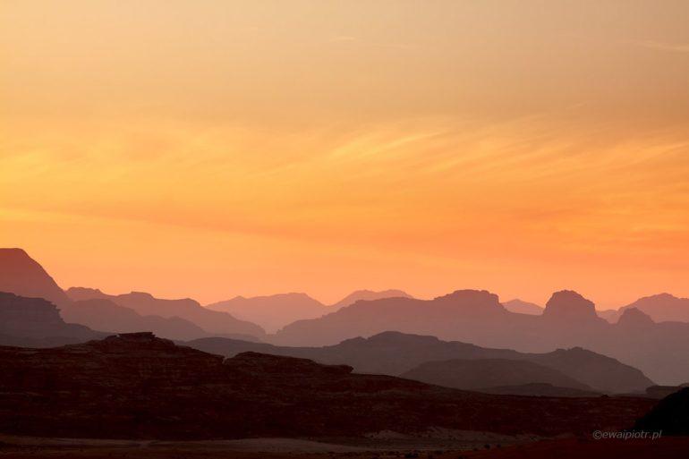 Zachód słońca nad pustynią Wadi Rum, Jordania fotowyprawa
