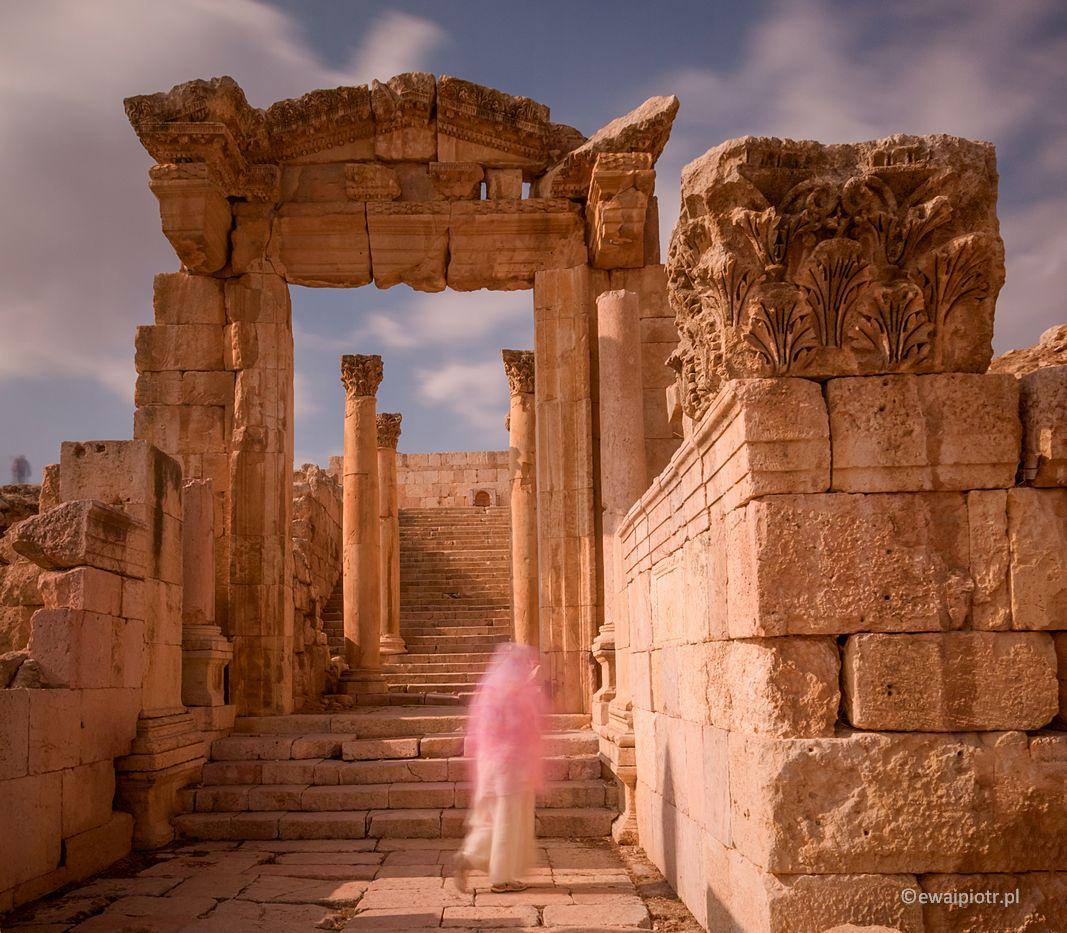 Duch w ruinach Dżerasz, Jordania, warsztaty fotograficzne