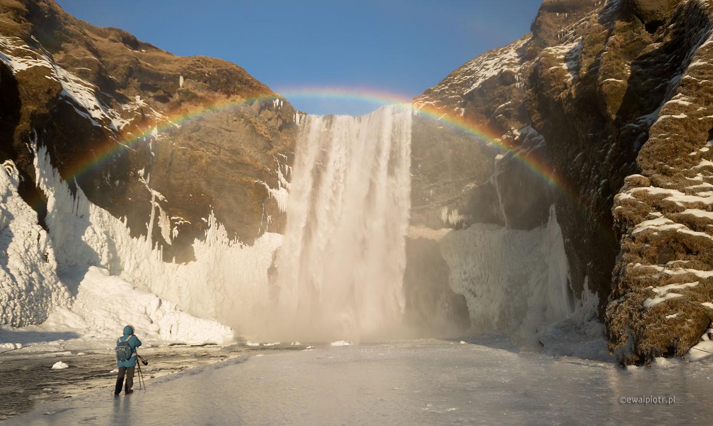 Tęcza nad wodospadem Skogafoss, Islandia, fotowyprawa, zima