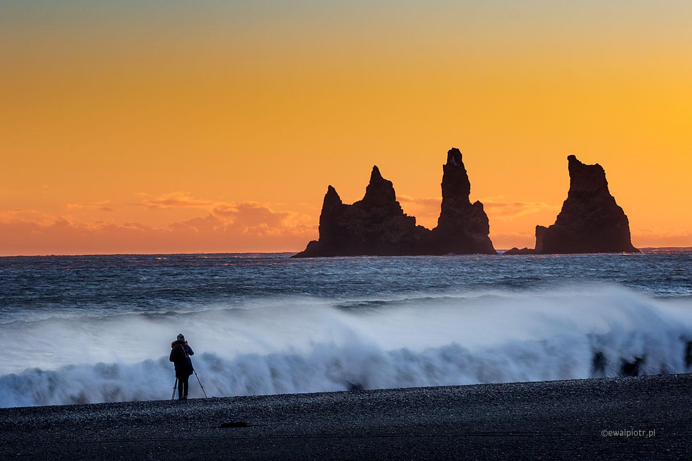 Zachód na plaży Reynisfjara, Islandia, wyprawa fotograficzna