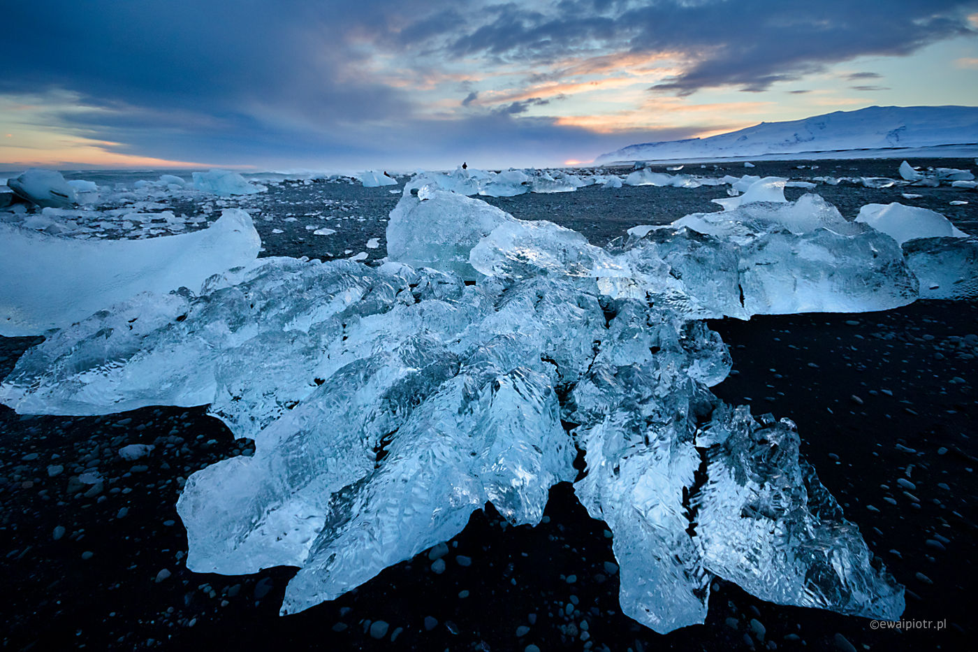 Zachód słońca na plaży Jokulsarlon, Islandia, wyprawa fotograficzna, zima