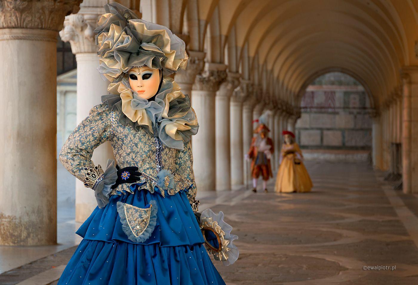Dama przy kolumnadzie, Wenecja, karnawał, wyprawa fotograficzna