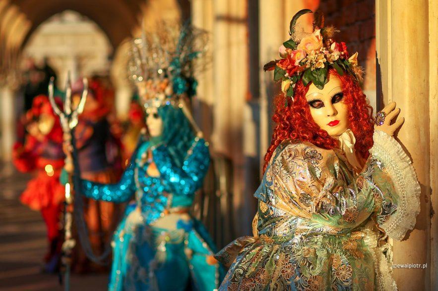 Wenecjanka przy kolumnie, Wenecja karnawał, warsztaty fotograficzne