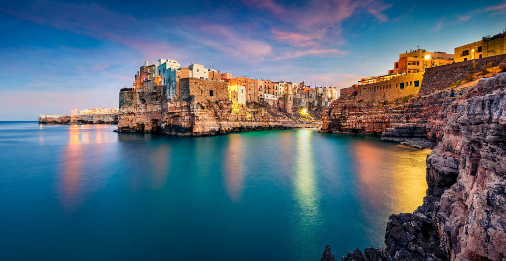Polignano a Mare o zachodzie, wyprawa do Apulii, Włochy