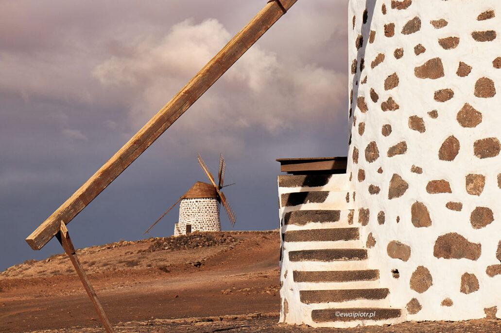 Kompozycja na dwa wiatraki, Wyspy Kanaryjskie