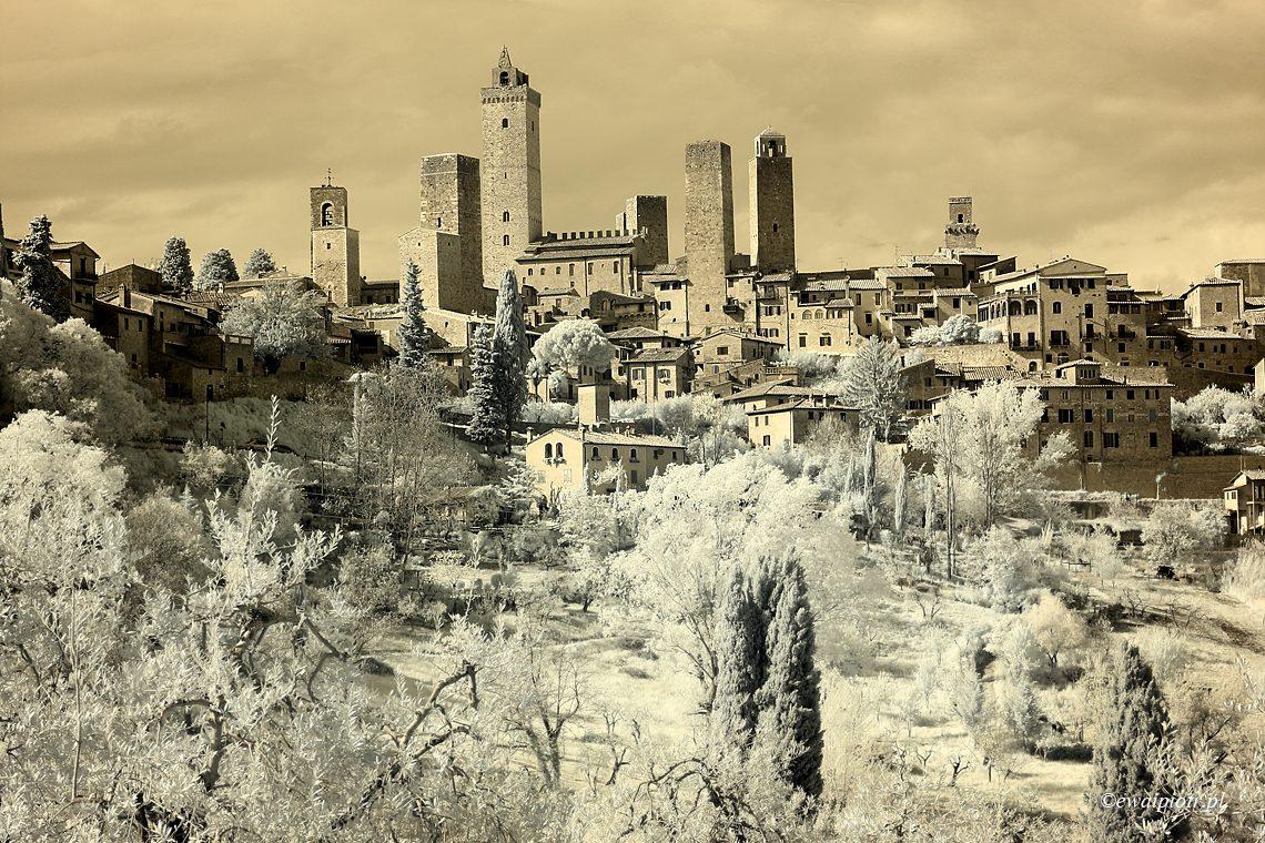 Fotografia infrared - San Gimignano w podczerwieni