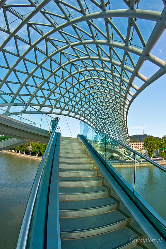 Jak fotografować rybim okiem, most w Tbilisi