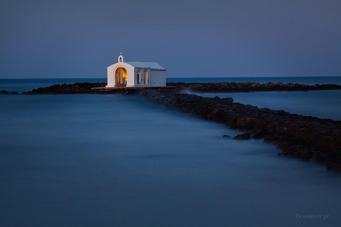 Kadrowanie zdjęć - podstawowe reguły, Kreta, kapliczka na morzu