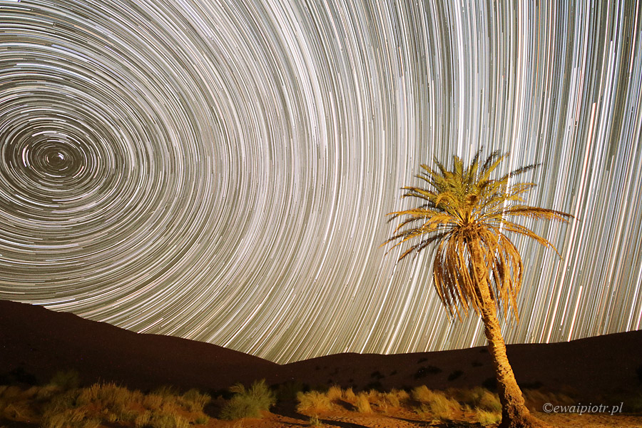 Smugi gwiazd, startrails, pustynia, Maroko