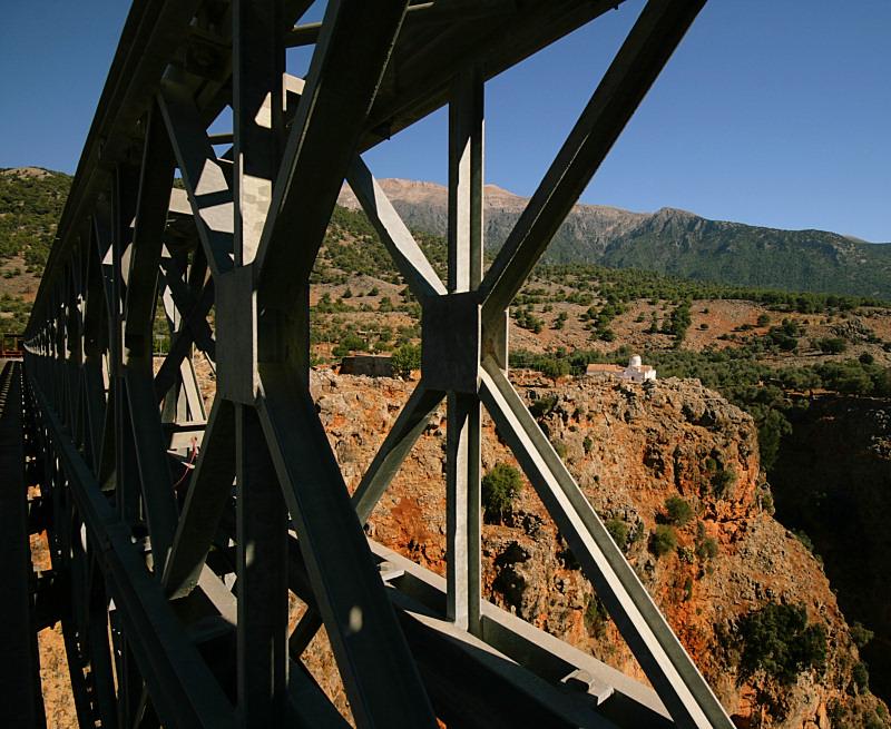 Stalowy most, Aradena, Kreta dla fotografa