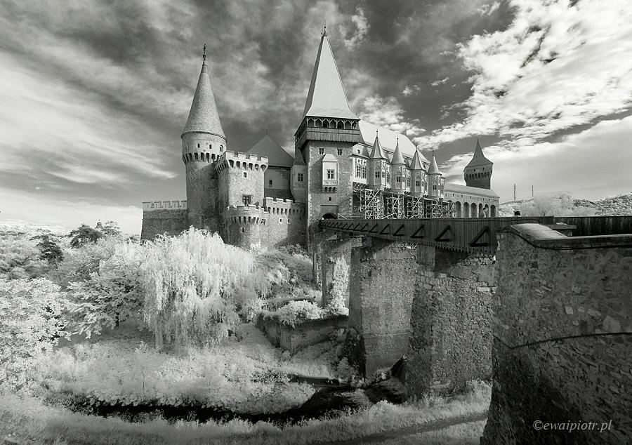 Panorama mozaikowa, zamek Hunedoara w Rumunii, poradnik fotograficzny