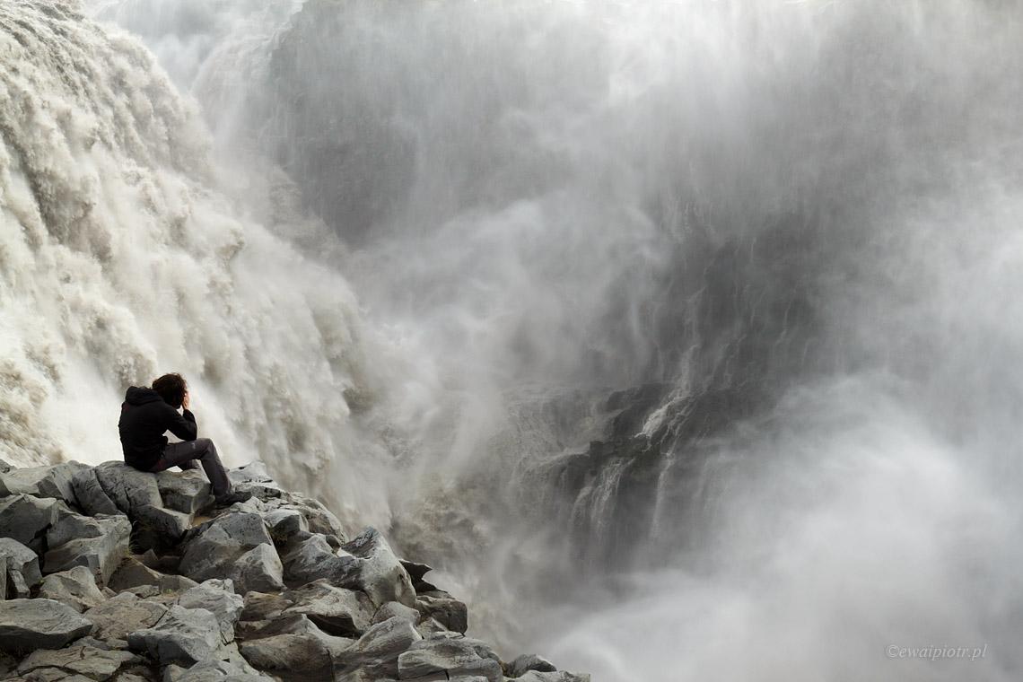 Potężny Dettifoss - przewodnik po wodospadach Islandii