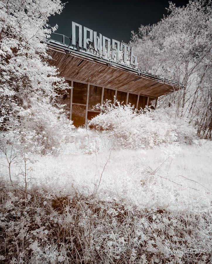 Budynek kawiarni Prypeć, podczerwień, Strefa Wykluczenia Czernobylskiej Elektrowni Jądrowej