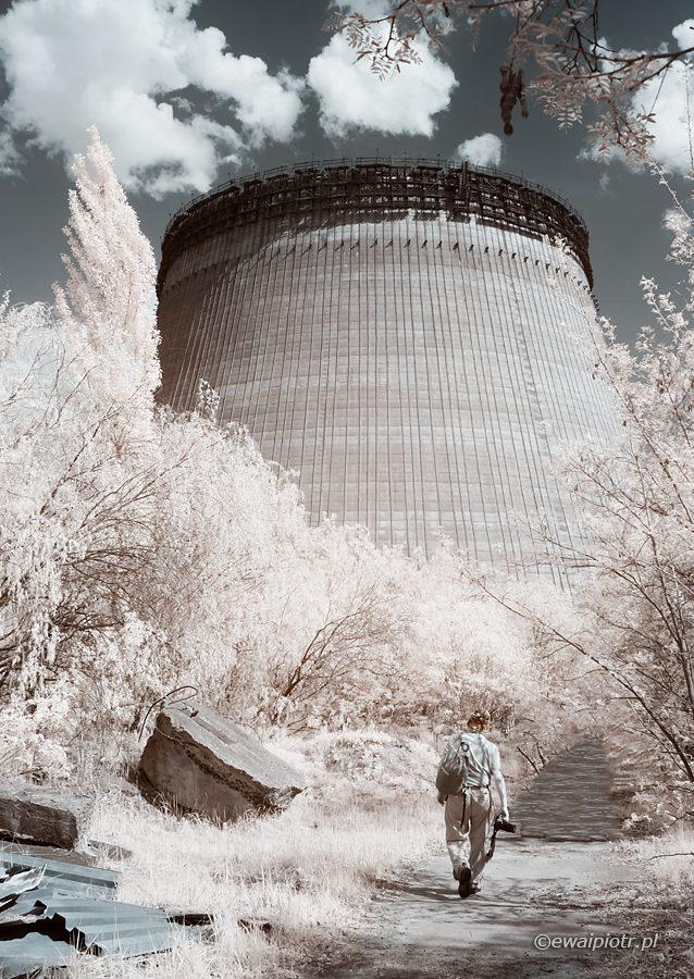 Komin chłodni elektrowni jądrowej, Czarnobyl, fotografia podczerwona