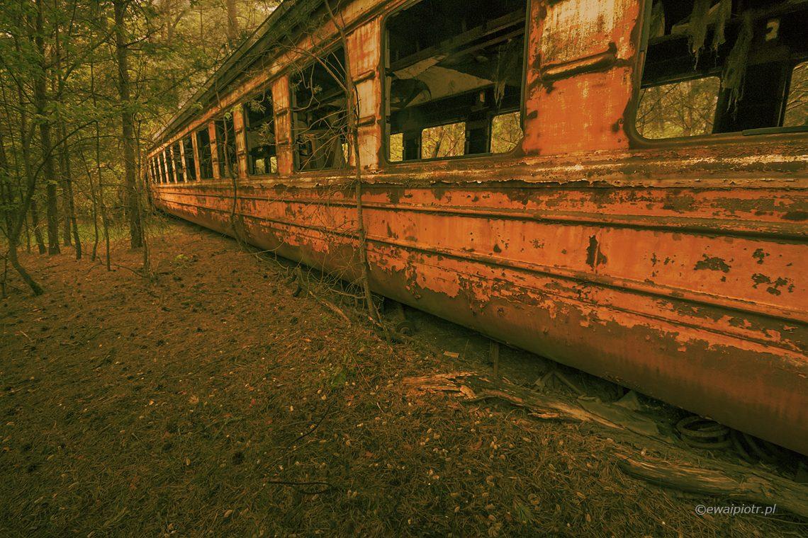 Wrak pociągu na stacji Janów w Prypeci, Strefa Wykluczenia Elektrowni Jądrowej, Czarnobyl