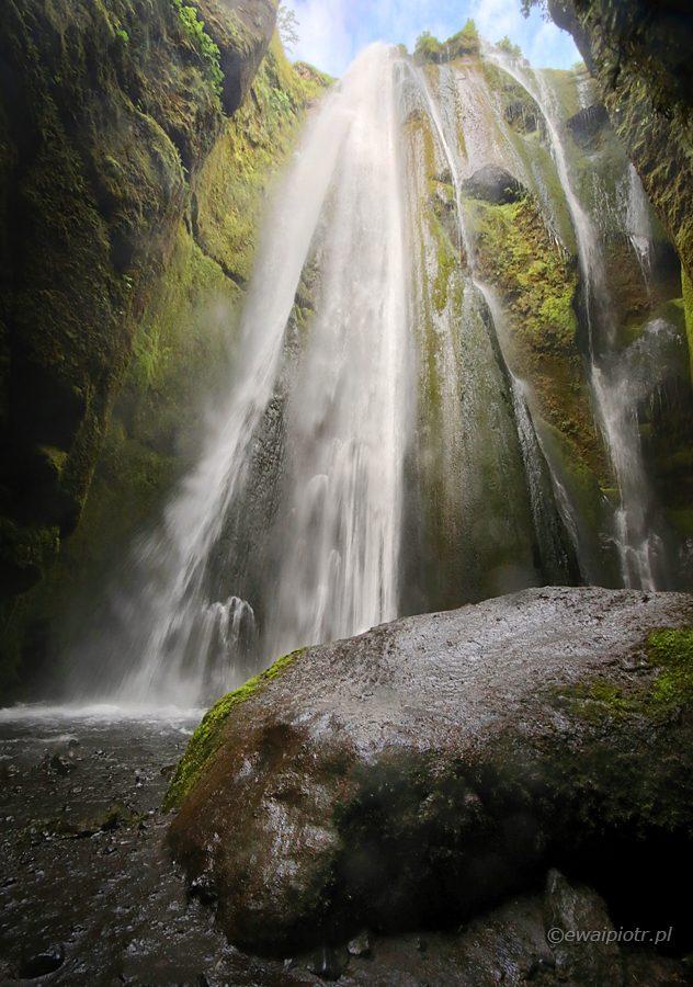 Ukryty wodospad, Gljufrabui, wodospad w skale, Islandia