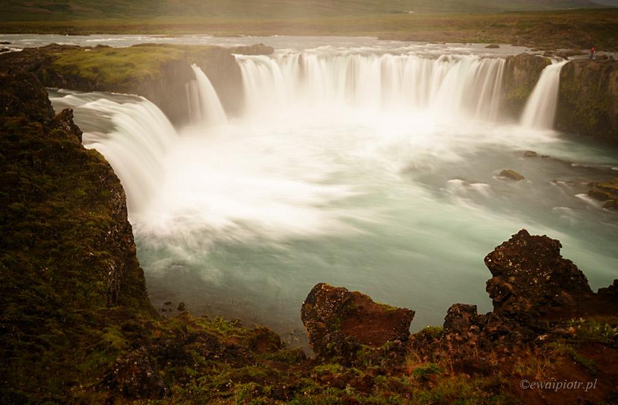 Wodospad Godafoss, co warto fotografować na Islandii