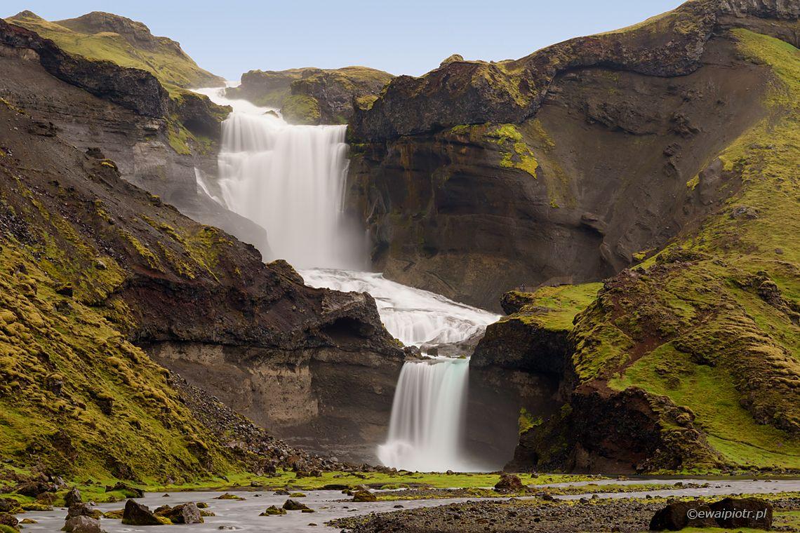 Ofaerufoss - wodospad w Dolinie Ognia, przewodnik po Islandii dla fotografów