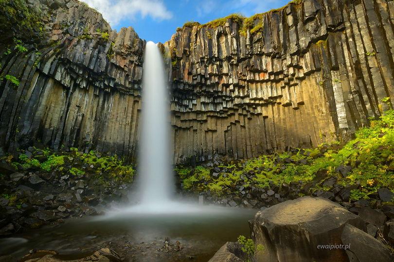 Wodospad Svartifoss z dołu, Islandia, co fotografować