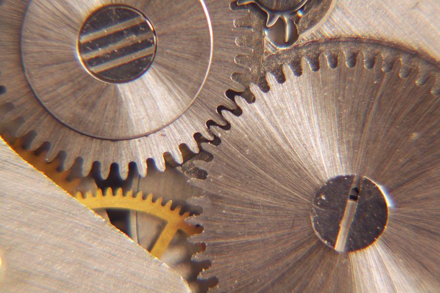 Soczewka makro, wnętrze zegarka, aberracje chromatyczne, problemy przy makro