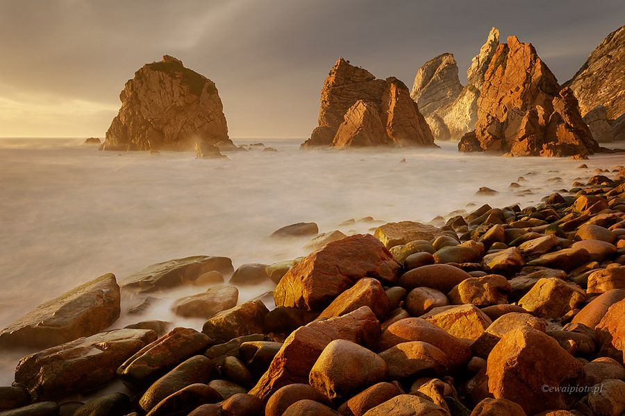 Praia da Ursa, plaża w złotym świetle, jak fotografować szerokim kątem