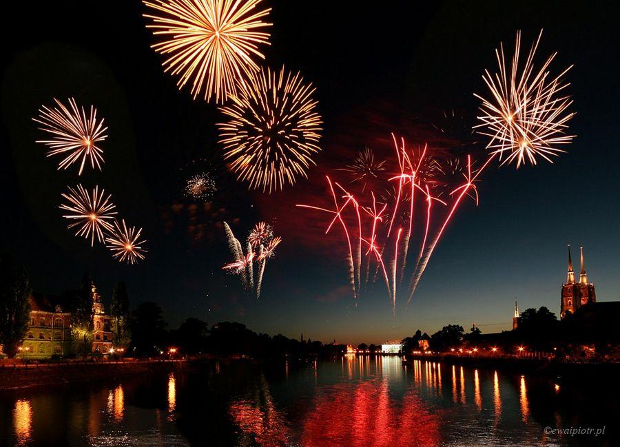 Panorama miasta z fajerwerkami, sztuczne ognie, jak fotografować