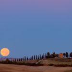 Księżyc nad San Quirico d'Orcia