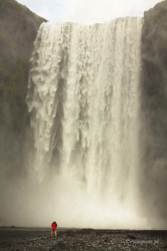 Seljalandsfoss, wodospad, samotny człowiek, tutorial, kompozycja w fotografii, Islandia