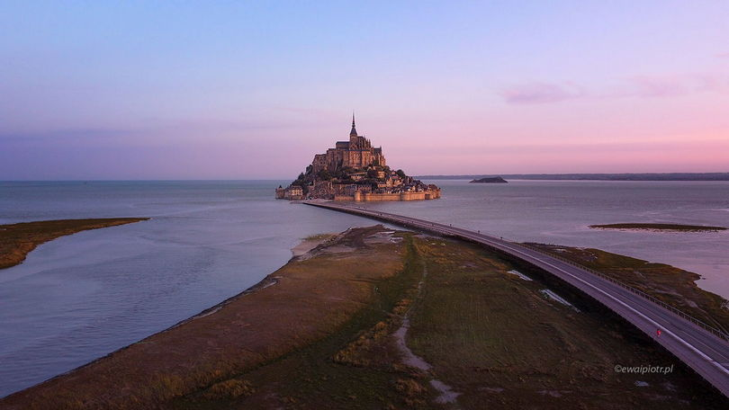 Latanie dronem - przepisy za granicą - Francja, Mont Saint Michel